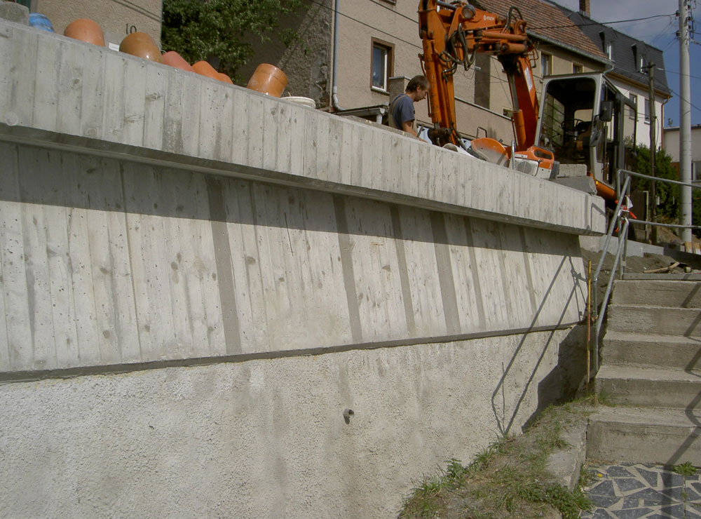 Stützmauer in Raasdorf