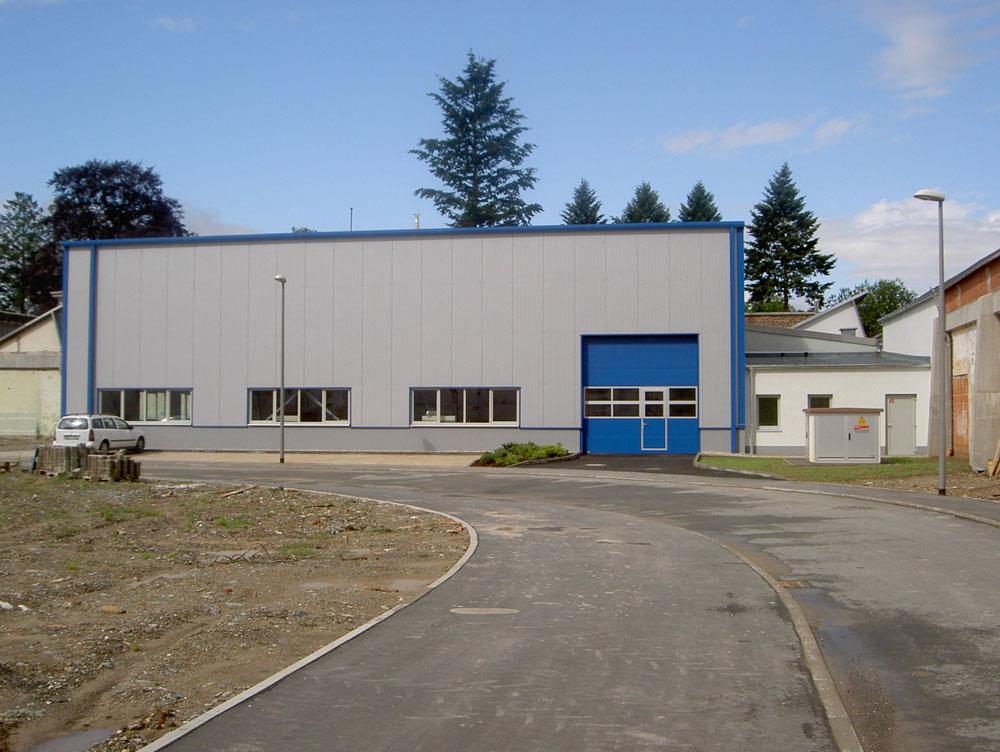 Feutron, Neubau Stahlhalle